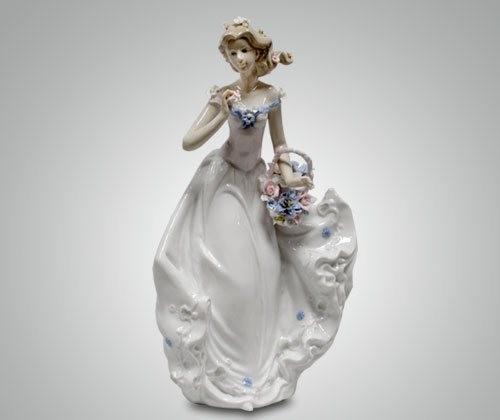 Статуэтка ''Девушка с корзиной''