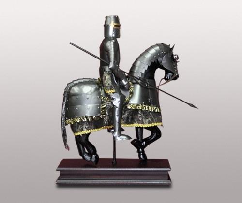 Фигура рыцаря-всадника