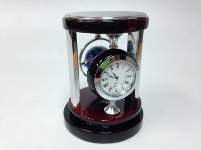 Прибор настольный (часы, компас)
